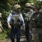 بازدید رییس جمهور جدید اوکراین از مناطق جنگی شرق این کشور